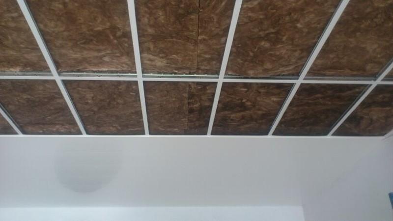 Panel pvc falso techo paso 4 mobbyplad materiales para - Falsos techos pvc ...